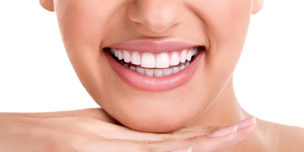 Servicios-de-blanqueamiento-dental-en-Valencia-2562x1281